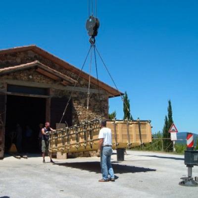 """Al termine dei lavori, i blocchi vennero posizionati all'interno del capannone dove è stato allestito il cantiere-laboratorio del Progetto """"Brunella""""."""